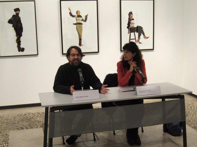 La concejal de Cultura, Ana Redondo, junto al comisario de la muestra