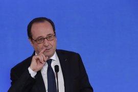 """Hollande responde a las críticas """"extremadamente graves"""" de Fillon defendiendo a los jueces"""