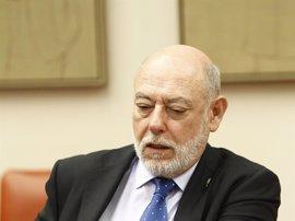 El fiscal general evita hablar en el Congreso del autobús de Hazte Oír al haber ya actuaciones en curso