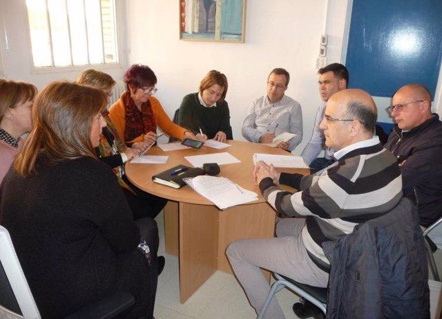 Reunión de los parlamentarios con responsables del centro.