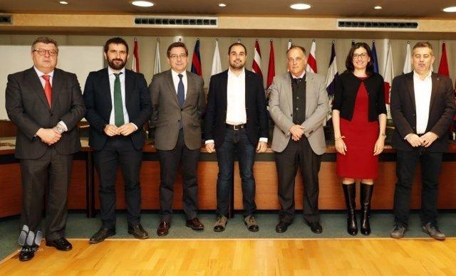 Javier Tebas con los representantes del Congreso y Senado