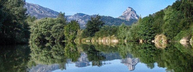 Ecosistema acuático. Paisaje. Montaña. Naturaleza. Cantabria