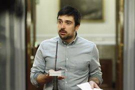 Espinar llega tarde a la votación de los magistrados del TC y dice que la Mesa no le avisó
