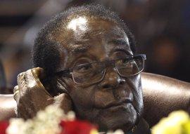 Mugabe viaja a Singapur para someterse a una revisión médica