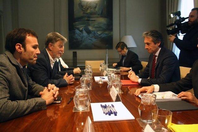 Reunión entre el alcalde Santisteve y el ministro de Fomento, Íñigo de la Serna