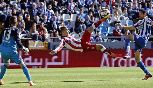 Griezmann anota en la victoria del Atlético ante el Deportivo del año pasado