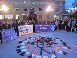"""La Plataforma Feminista d'Asturies concentra a un centenar de personas contra """"las violencias machistas"""""""