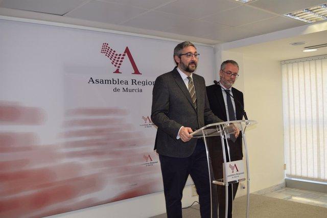 Víctor Martínez en rueda de prensa en la Asamblea