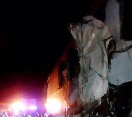 Una avería del autobús siniestrado, que se encontraba parado en el arcén, causa de la colisión mortal en la A-7