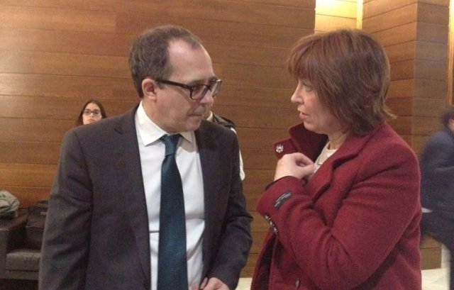 Empar Marco con Enrique Soriano en las Corts