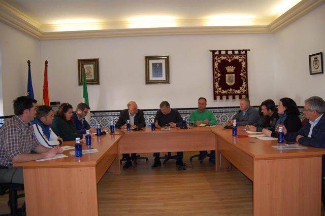 Reunión de Antonio Pradas con alcaldes y mineros de la Mina de Aguablanca.