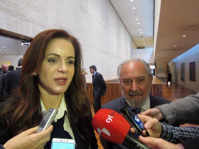 Silvia Clemente junto al catecdrático Manuel Aragón.