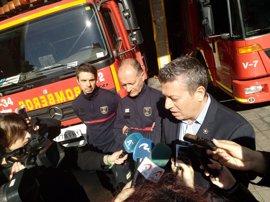 La niña rescatada en Alicante se apoyaba por los pies en el centímetro que sobresale del marco de la ventana