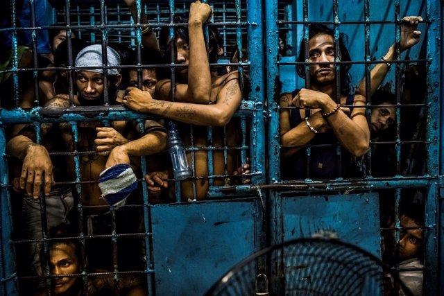 Presos en una cárcel filipina en el marco de la guerra contra las drogas