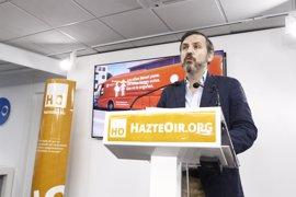 Hazte Oír denunciará al Ayuntamiento por retener el autobús y continuará con la campaña cambiando el lema