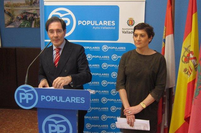 Los concejales del PP Jesús Enríquez y Mayte Martínez