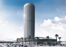 """De la Torre insiste en las ventajas del hotel del puerto y dice que """"la clave"""" es que """"sea hermoso en su diseño"""""""