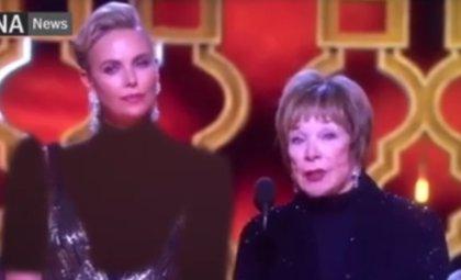 Irán censura el escote de Charlize Theron en los Oscar