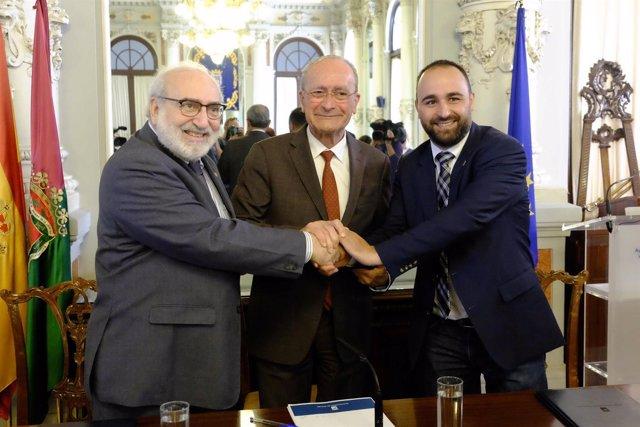 Firma de EOI y Ayuntamiento. Bayón, De la Torre y Mario Cortés