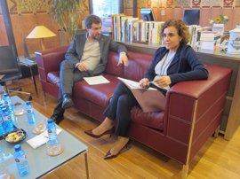 Comín pide a Montserrat que no recurra la ley catalana de acceso universal a la sanidad
