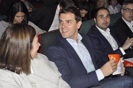 """Rivera dice que """"Rajoy protege a su imputado por corrupción"""" en Murcia """"y por ahí no pasamos"""""""
