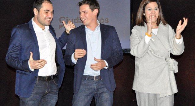 Albert Rivera, Rodrigo Gómez y Susana Gaspar (Cs) en el mitin de Zaragoza.
