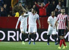 Un gol de Iborra permite al Sevilla seguir soñando tras ganar al Athletic