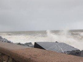 Meteorología mantiene su aviso para este viernes por rachas de viento de hasta 70 km/h y olas de 3 metros