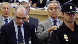 Blesa y Rato, recibidos con abucheos y al grito de 'ladrones' a su llegada a la Audiencia Nacional