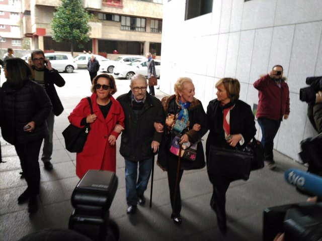José Ángel Fernández Villa llega al juzgado en Oviedo