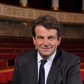 Dimite Thierry Solere, el portavoz jefe de François Fillon