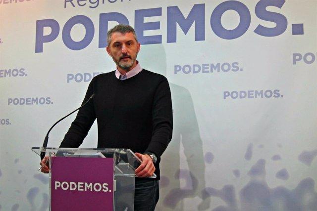 Oscar Urralburu en la sede de Podemos