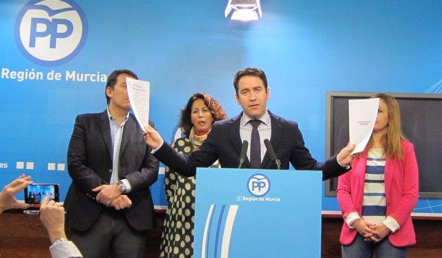 García acompañado del resto de diputados nacionales