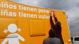 El Ayuntamiento de Madrid estudia el nuevo lema de la autocaravana de Hazte Oír por si incurre en delito