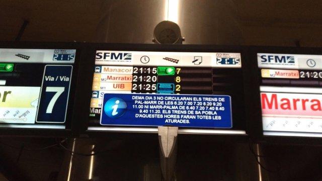 Paneles informativos de SFM en la estación intermodal anunciando restricciones