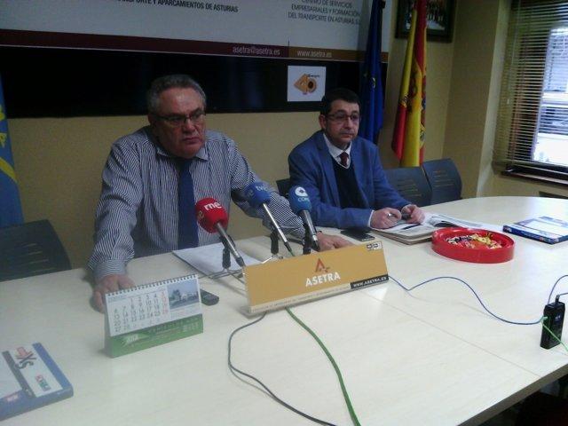 De La Roza (izquierda), en rueda de prensa.