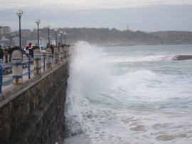 Santander activará esta madrugada el dispositivo por temporal marítimo