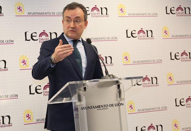 León. Salguero en rueda de prensa