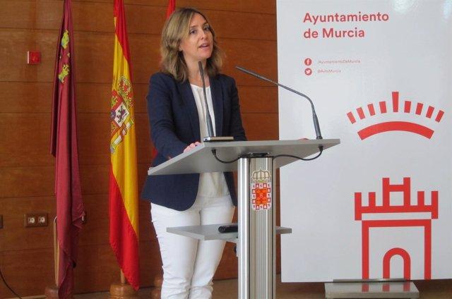 Conchita Ruiz en la rueda de prensa tras la Junta
