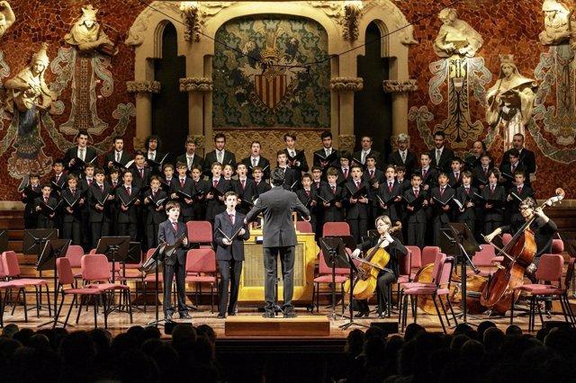 Concierto solidario de la Escolania de Montserrat en el Palau de la Música