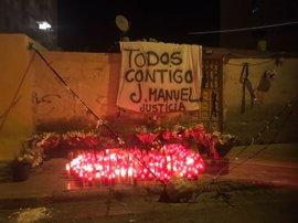 Tensión en el barrio de Cartuja de Granada mientras sigue la búsqueda del autor de la muerte del joven disparado