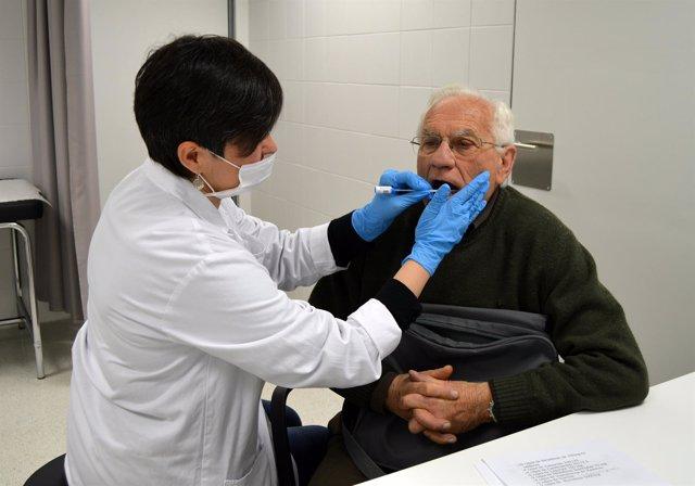 Toma de muestras de pruebas genéticas en Lleida