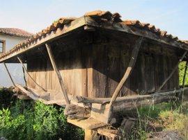 La Comisión de Etnografía de Patrimonio Cultural analizará la situación jurídica de hórreos, paneras y cabazos