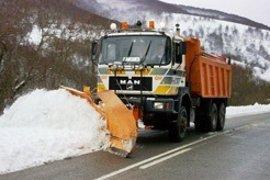 Se movilizarán hasta 33 quitanieves este sábado por el descenso de la cota de nieve