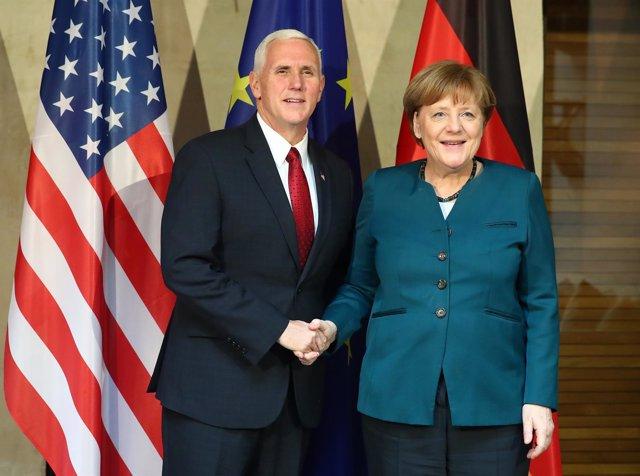 Merkel y el vicepresidente estadounidense, Mike Pence