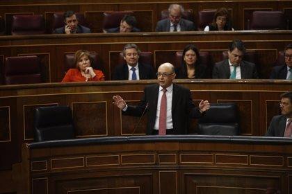 """El PSOE pide cuentas a Montoro por su """"chantaje"""" de no convocar oposiciones sin Presupuestos"""