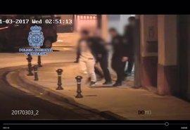 Detenido cuando agredía a su ex cerca de la comisaría de Lugo con el bebé de ella en brazos