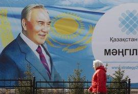 El Parlamento kazajo aprueba provisionalmente una enmienda para facilitar la futura transición política