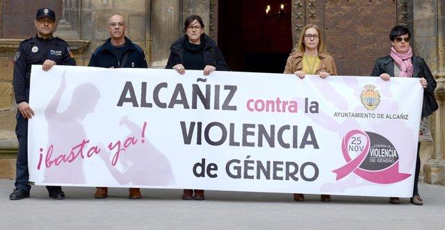 Imagen de la concentración contra la violencia machista en Alcañiz.