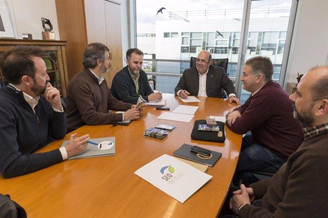 Oria con representantes de ONG conservacionistas